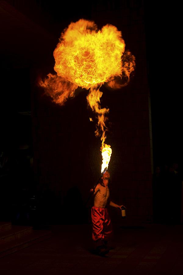 Nočná fotografia z podujatia - ohňová show