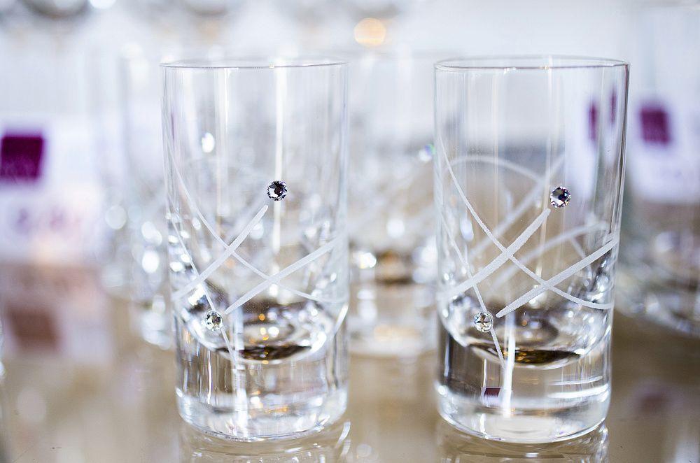 Fotografia z predajne - detail pohárov
